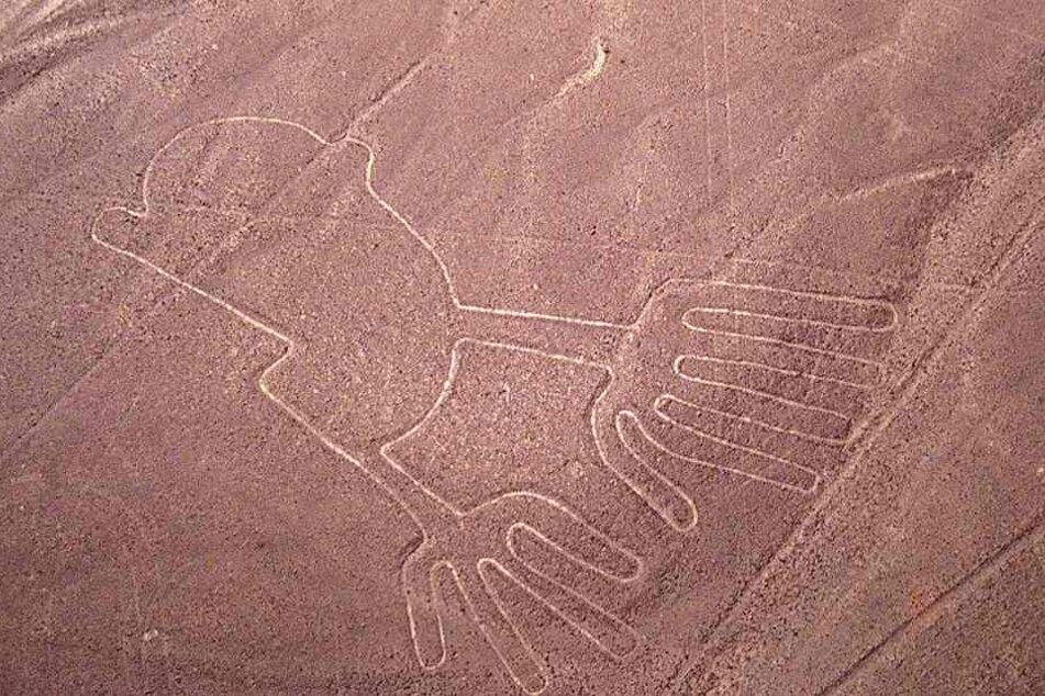 Die Nazca-Linien sind riesige Scharrbilder in der Wüste bei Nazca und Palpa in Peru und gehören zu den größten Touristen-Attraktionen in Peru.