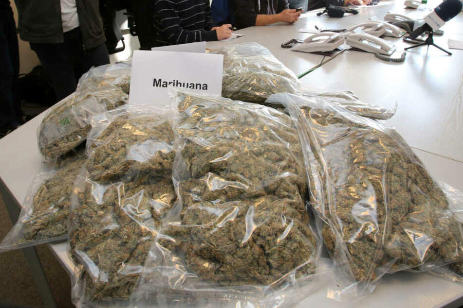 Über Schokoriegel wurden Drogenkaufcodes verschickt. (Symbolbild)
