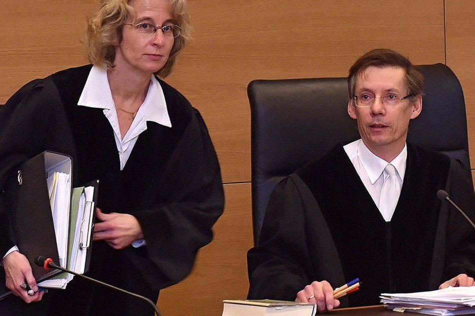 Richter Hans Schlüter-Staats (56) und seine Wirtschaftsstrafkammer quälen sich seit zwei Jahren durch den Infinus-Skandal.