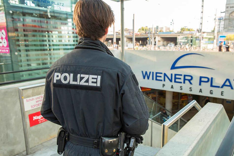 Vorm Dresdner Hauptbahnhof machte ein Betrunkener auf sich aufmerksam. Die Polizei bewies den richtigen Riechern.