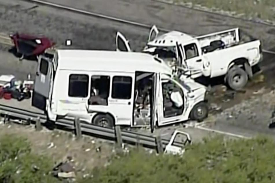 In Texas sind 13 Menschen bei einem Bus-Unfall ums Leben gekommen.