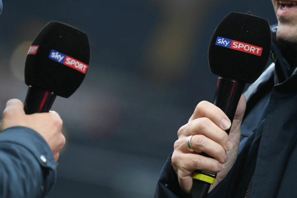 Der Pay-TV-Sender spart bei den Live-Übertragungen und besetzt viele Spiele der 2. Liga nicht mehr mit Reportern vor Ort.