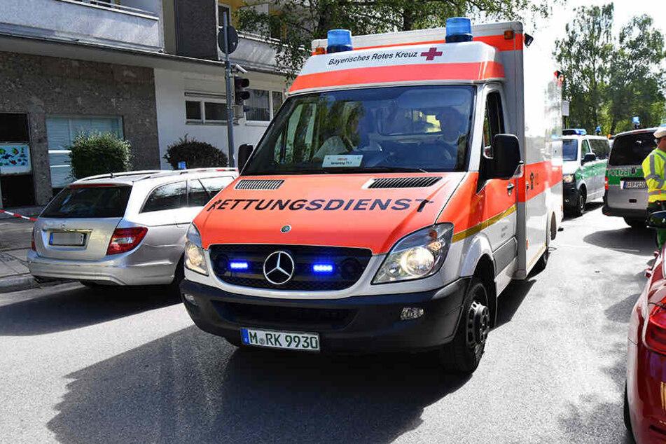 Mit einem Rettungswagen wurde der Junge in ein Krankenhaus gebracht. (Symbolfoto)