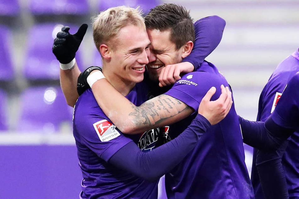 Aues neues Traum-Duo Pascal Testroet (r.) und Florian Krüger beim Jubel nach dem 2:0.