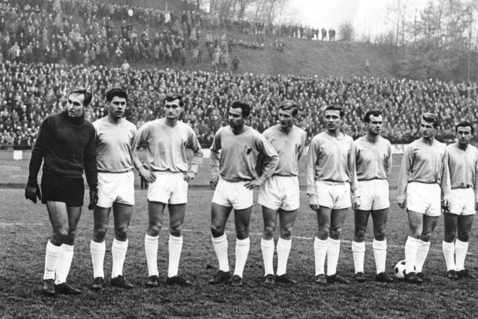 Claus Rüdrich (4.v.r.) war Mitglied der FCK-Meistermannschaft 1967.