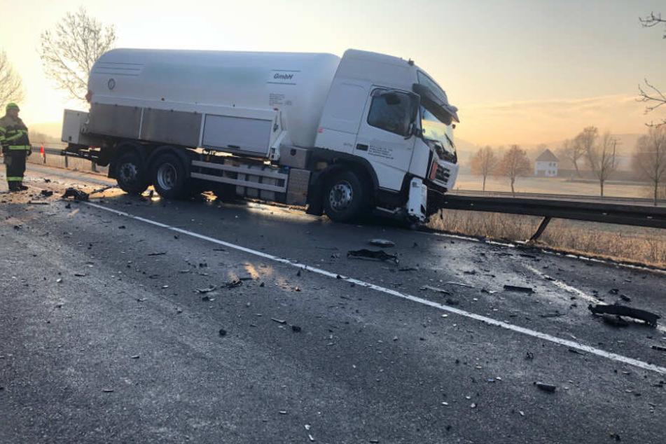 Der Lkw-Fahrer blieb unverletzt.