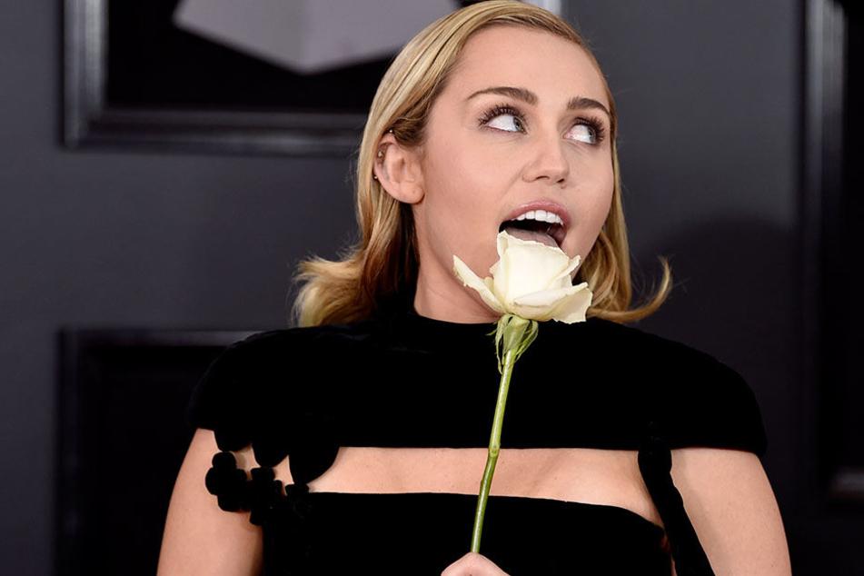 Miley Cyrus gestand, dass sie wieder kifft.