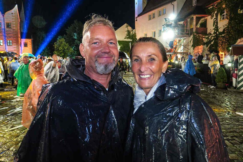 Birgit (49) und Jörg Gallinat (51) aus dem Ruhrgebiet ließen sich ihre Laune auch vom Regen nicht vermiesen.