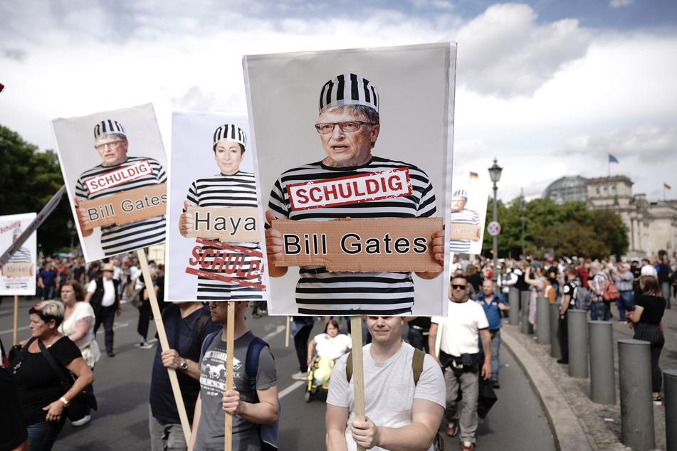 Bei den Demonstrationen war klar zu sehen, wer der Sündenbock sein soll.