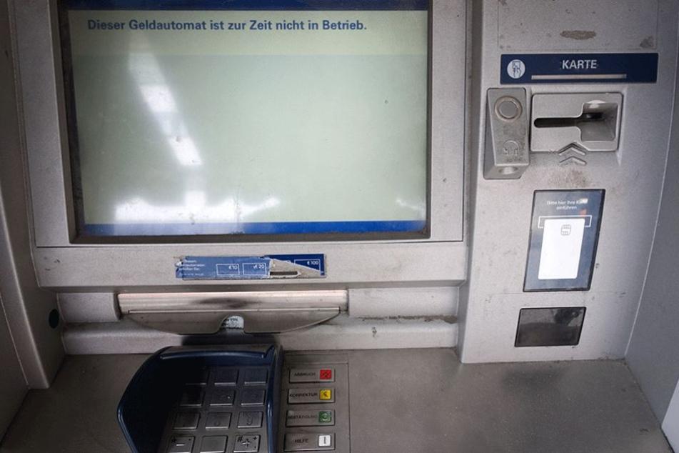 Der Automat gab die Karte nicht zurück, daraufhin bekam er den Zorn des Kunden zu spüren (Symbolbild).