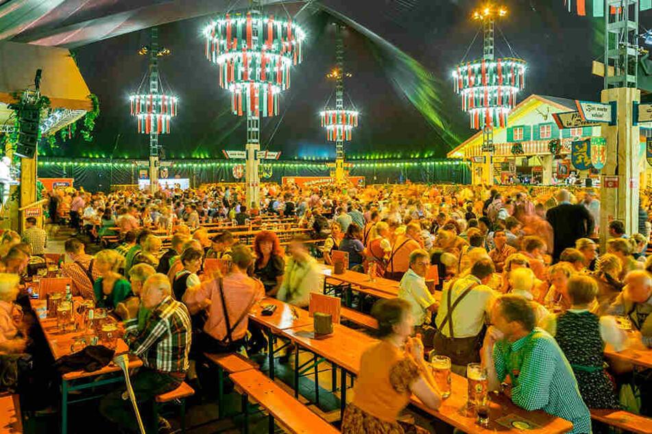 Die Besucher des Pichmännel-Oktoberfests können diesmal erst ab 19 Uhr ins Zelt.