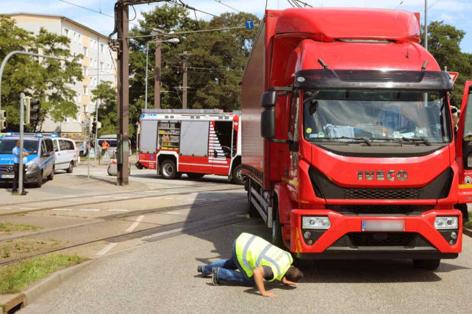 Die Unfallstelle in Rostock wurde stundenlang gesperrt.
