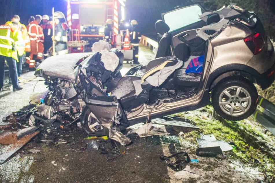 Ein Tacho blieb bei 100 km/h stehen! Frau nach Horror-Crash aus Auto geschnitten