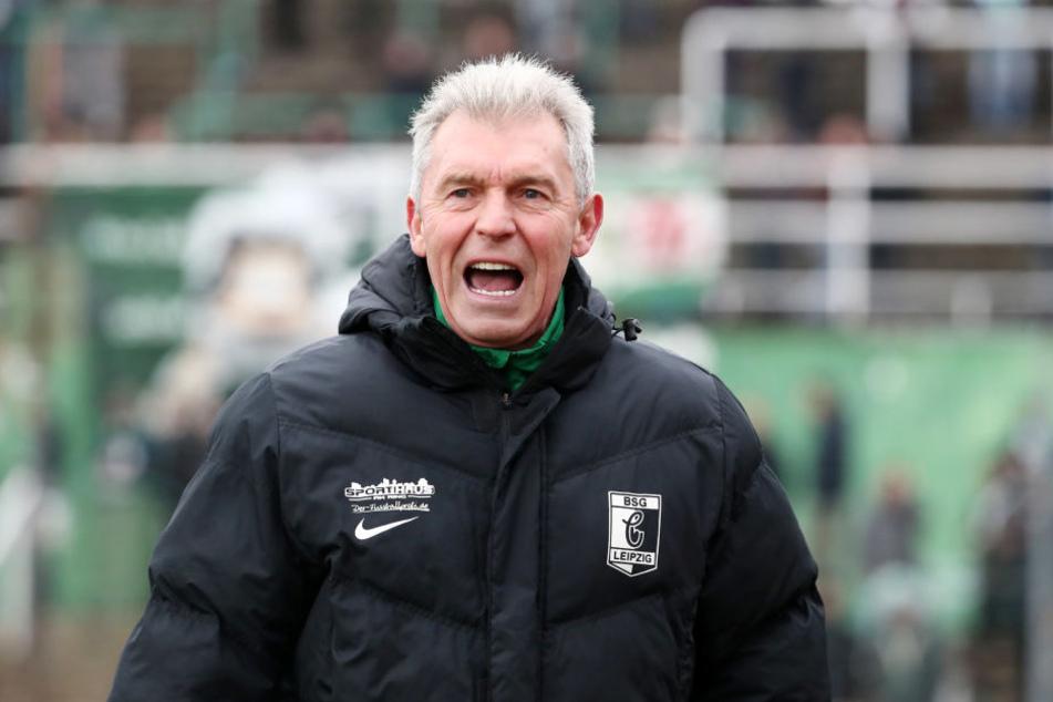 Wann kann Chemies Trainer Dietmar Demuth endlich wieder jubeln? Zum siebten Mal in Folge blieb sein Team ohne eigenen Treffer.