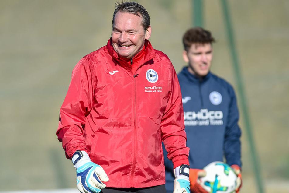 Gut lachen hat Torwarttrainer Marco Kostmann im Trainingslager im spanischen Benidorm.