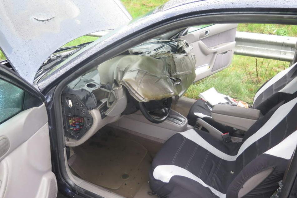 Der Innenraum des Wagens wurde bei dem Brand teilweise zerstört.