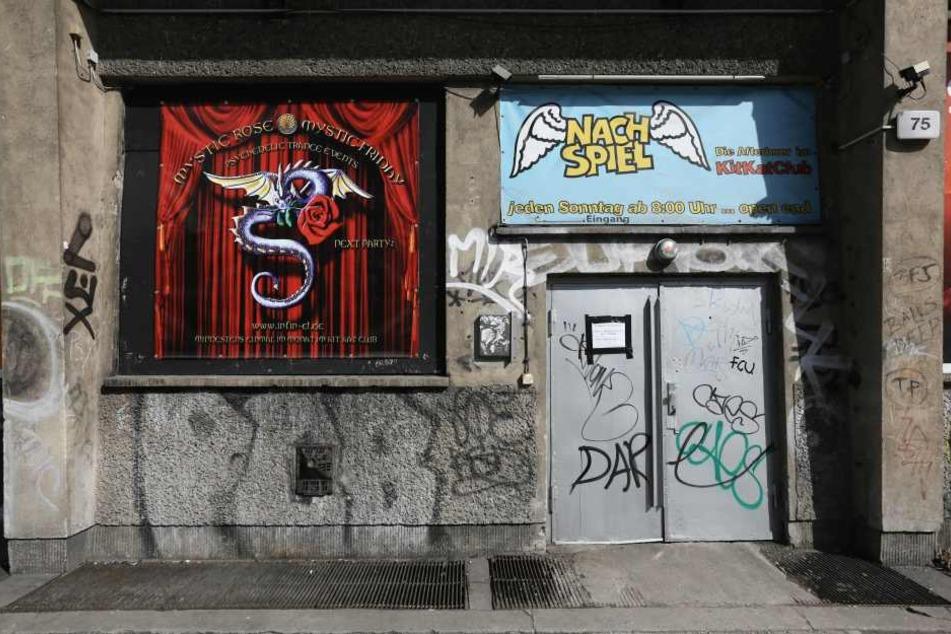Dabei zog es den Rocker-Opa ausgerechnet in den berüchtigten Kitkat-Club.