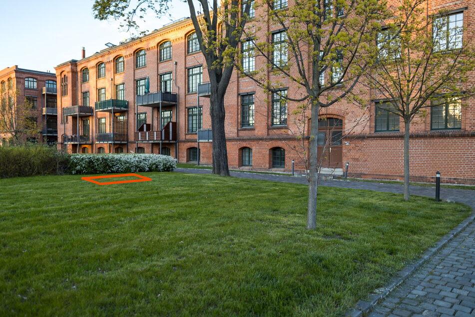 Reicht nicht mal zum Auslegen einer Picknickdecke, soll aber mindestens 175.000 Euro kosten: Dieses Stück Leipziger Rasen steht zur Versteigerung.