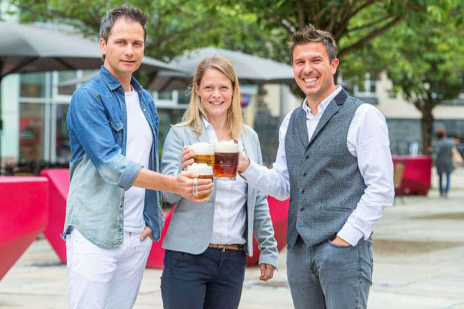 Sven Hertwig (47, exclusiv events, v.l.), Susan Endler (37, CWE) und Gastronom Henrik Bonesky (40) freuen sich auf ein feucht-fröhliches Bier-Fest mit vielen Besuchern.