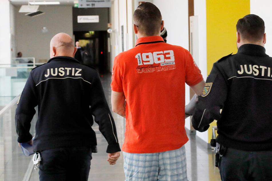 """Prozess gegen mutmaßliches Mitglied von """"Revolution Chemnitz"""" ausgesetzt"""