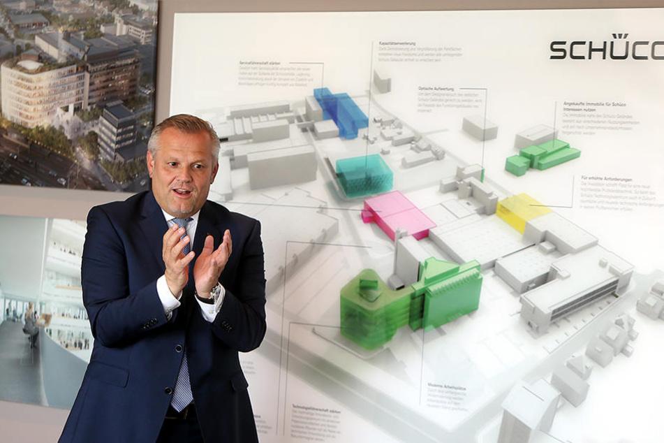 Große Pläne: Andreas Engelhardt erklärt, wie der Schüco-Stammsitz Bielefeld in Zukunft aussehen soll.