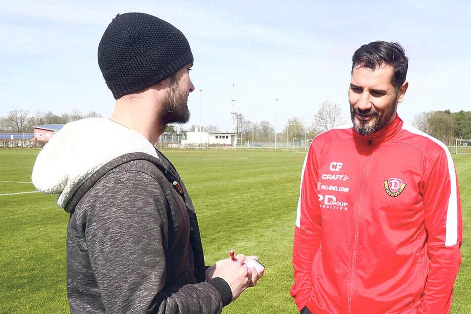 Dynamo-Trainer Cristian Fiel (r.) im Gespräch mit Morgenpost-Reporter Tom Jacob.