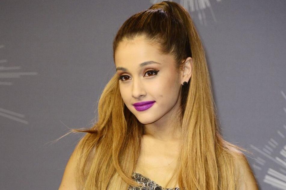 Ariana Grande posiert bei der Verleihung der MTV Video Music Awards im Jahr 2014.