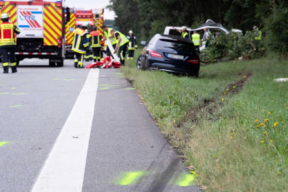 Bei dem Unfall am Sonntagmorgen starb der Vater der Familie und ein vierjähriges Mädchen.