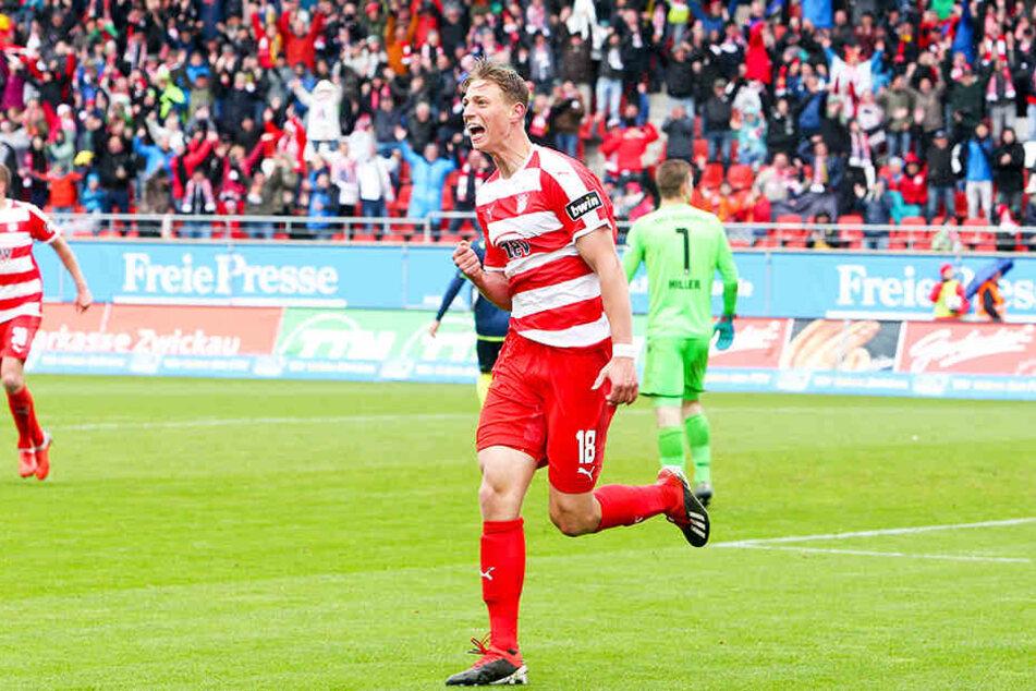 Lauberbach bejubelt seinen Treffer zum 5:2 gegen den TSV 1860 München im Mai 2019.