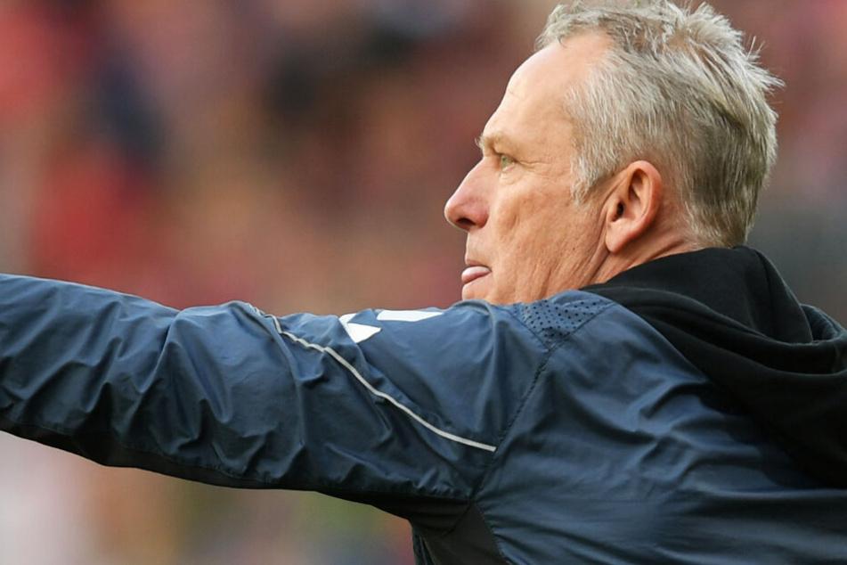 Freiburg-Trainer Christian Streich an der Seitenlinie bei der Partie gegen Fortuna Düsseldorf.