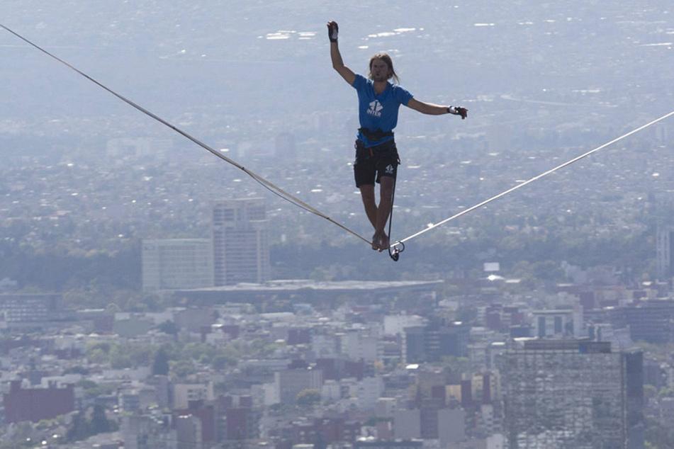 Den ersten Versuch musste Alexander Schulz wegen zu viel Wind und Problemen mit der Spannung des Seils noch abbrechen.