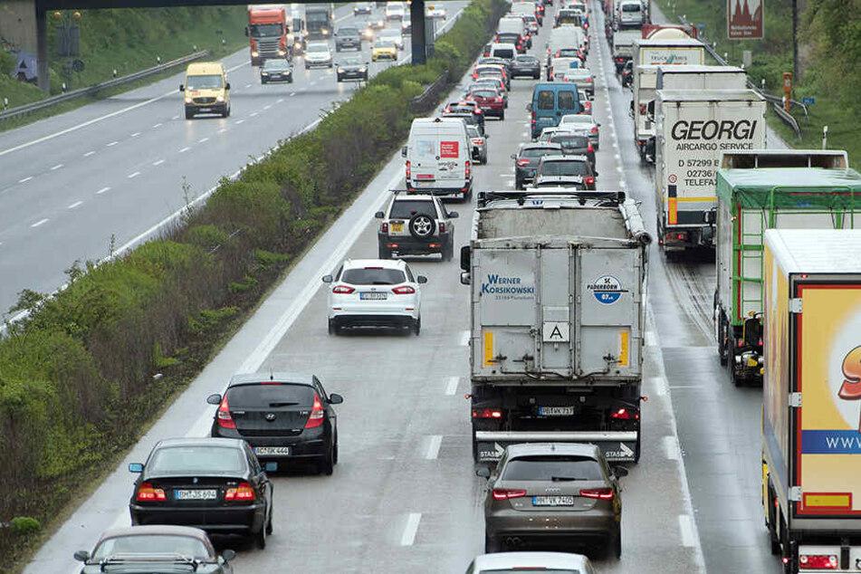 Fetter Stau auf der A4! Autofahrer müssen über eine Stunde mehr einplanen