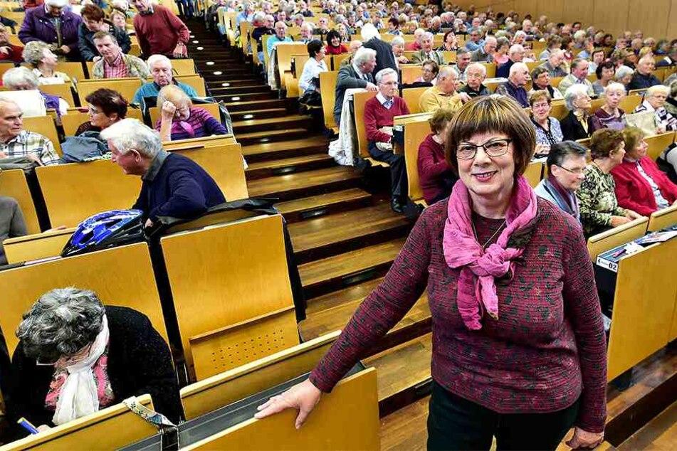 """""""Kommt mit mir in die Uni"""": Inge Oehme (67) freut sich auf das  Seniorenkolleg."""