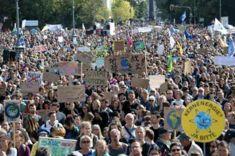 Zu den vergangenen Klimastreiks trafen sich tausende Menschen auf den Straßen von Deutschlands Städten.