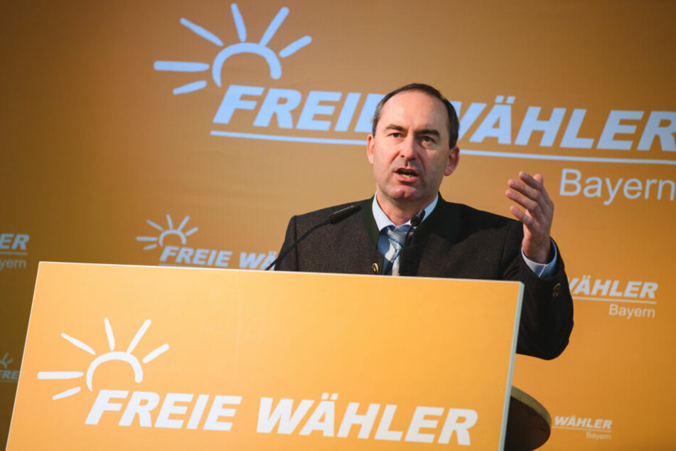 Der bayerische Landesvorsitzende der Freien Wähler, Hubert Aiwanger, hat die Mobilfunkversorgung entlang der Bahn testen lassen.