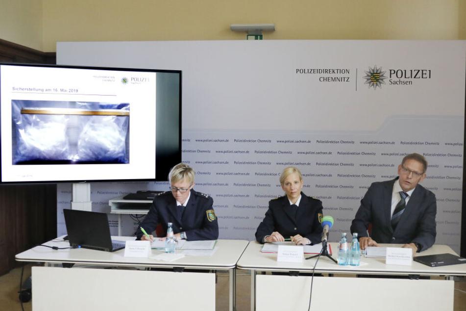 V.l.: Pressesprecherin Jana Ulbricht, Polizeipräsidentin Sonja Penzel und Kriminaldirektor Michael Ruschitschka.