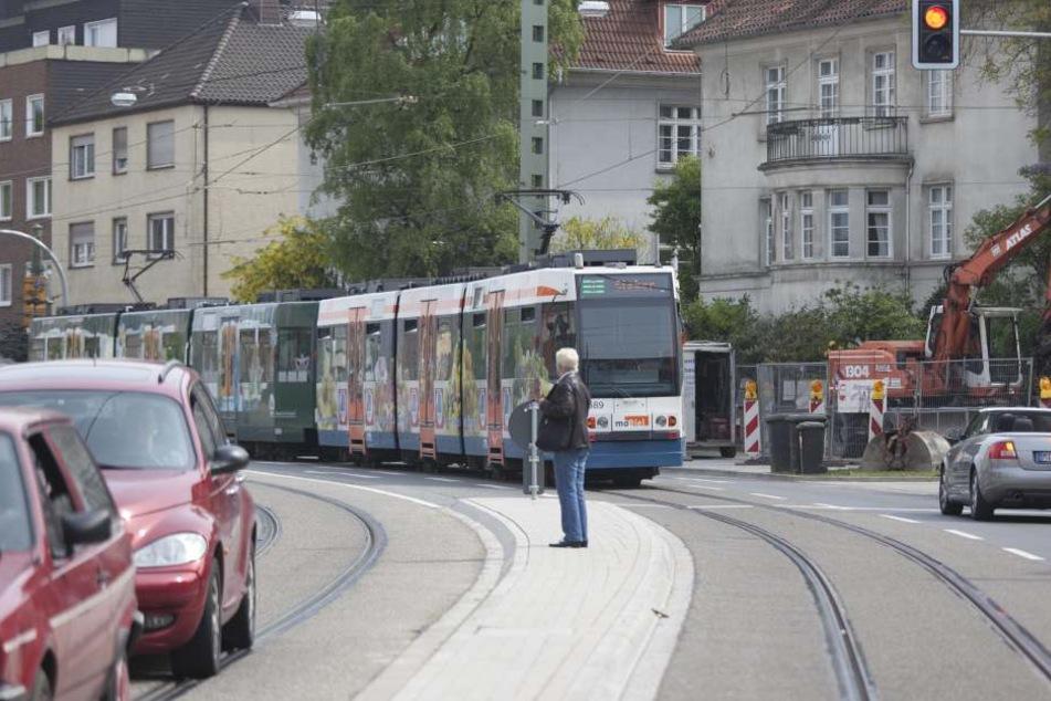 Fußgänger müssen im Bezug auf Straßenbahnen besonders vorsichtig sein!