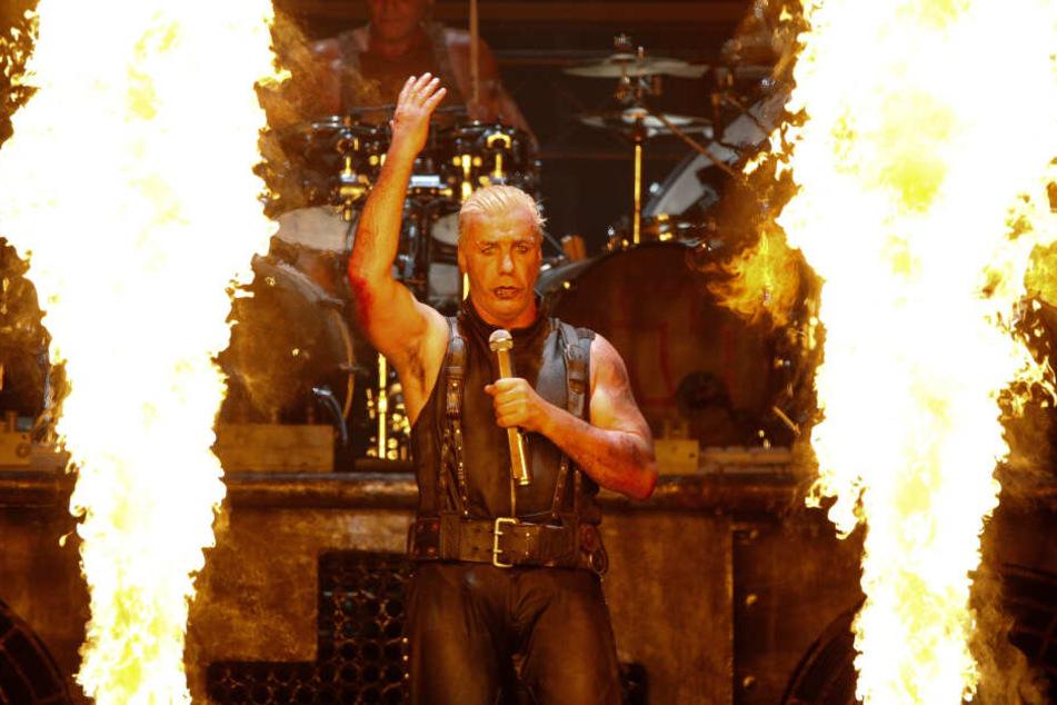 "Till Lindemann ist Frontsänger der Band ""Rammstein""."