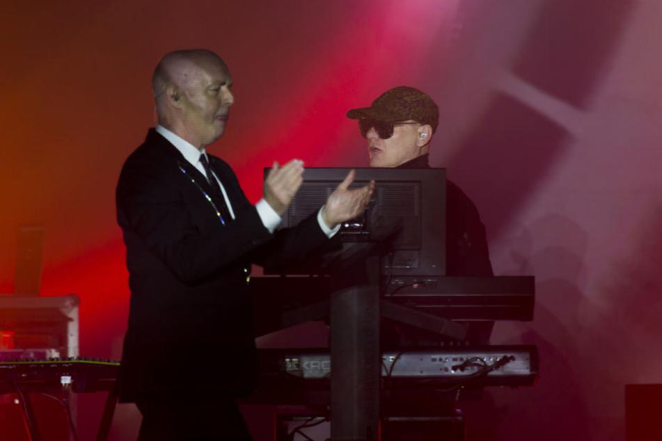 Mit anderthalb Stunden Verspätung kamen sie auf die Bühne: Die Pet Shop Boys in Dresden.
