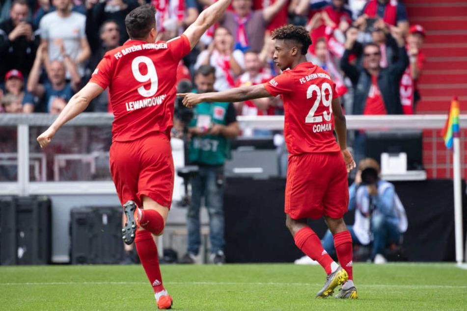 Kingsley Coman (r.) konnte für den FC Bayern München früh die Führung erzielen.
