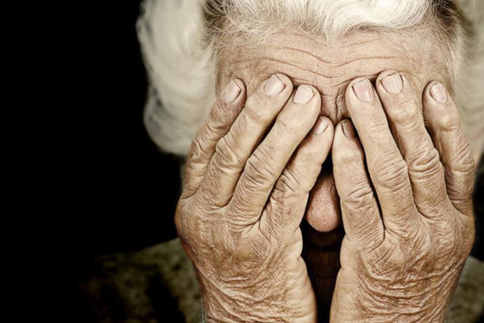 Abstoßend und grausam! 91-Jährige von jungem Mann vergewaltigt