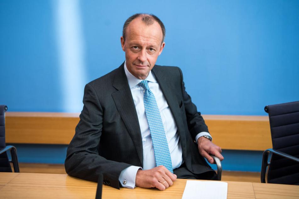 Friedrich Merz hat Kanzlerin Angela Merkel im Falle seiner Wahl zum CDU-Vorsitzenden seine Unterstützung zugesichert.