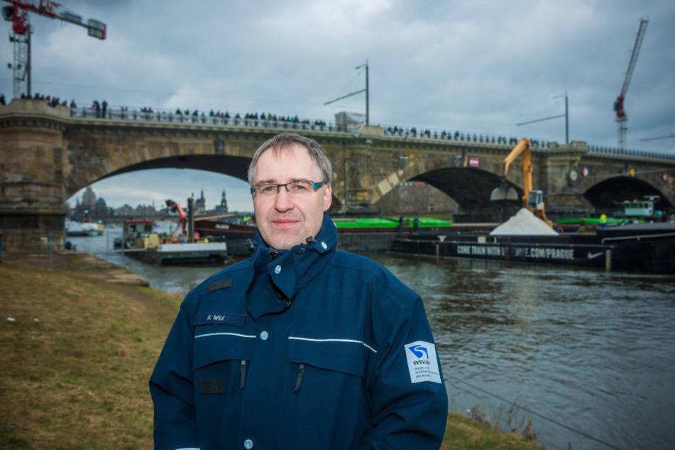 Karsten Wild (43) stellvertretender Amtsleiter des Wasser- und Schifffahrtsamtes in Dresden, bestätigte den Abbruch der Baggerarbeiten am Dienstagmittag.