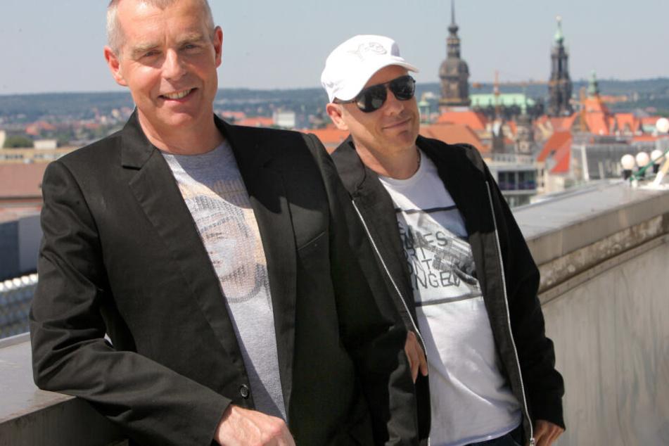 Neil Tennant (65, l.) und Chris Lowe (60) 2006 auf einem der Hochhäuser an der Prager Straße in Dresden.