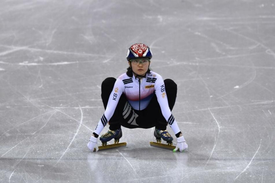 Die zweifache Olympiasiegerin Shim Sue-Hee hatte schon im Januar gegen ihren ehemaligen Trainer ausgesagt. Er soll sie mehrfach vergewaltigt haben.