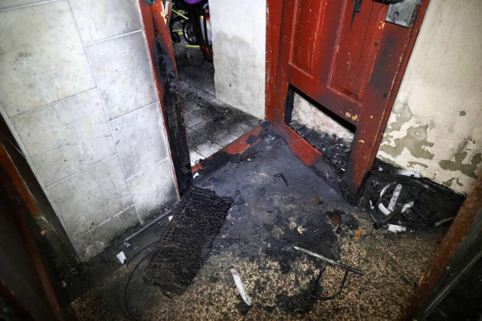 In der Nacht zum 31.12.2016 hat es im Eingangsbereich des Hauses in der Jahnstraße gebrannt.