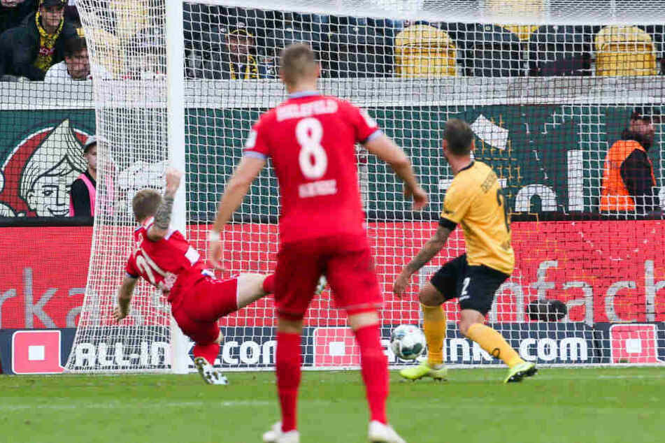 Hier trifft Andreas Voglsammer zum Sieg für Arminia Bielefeld.