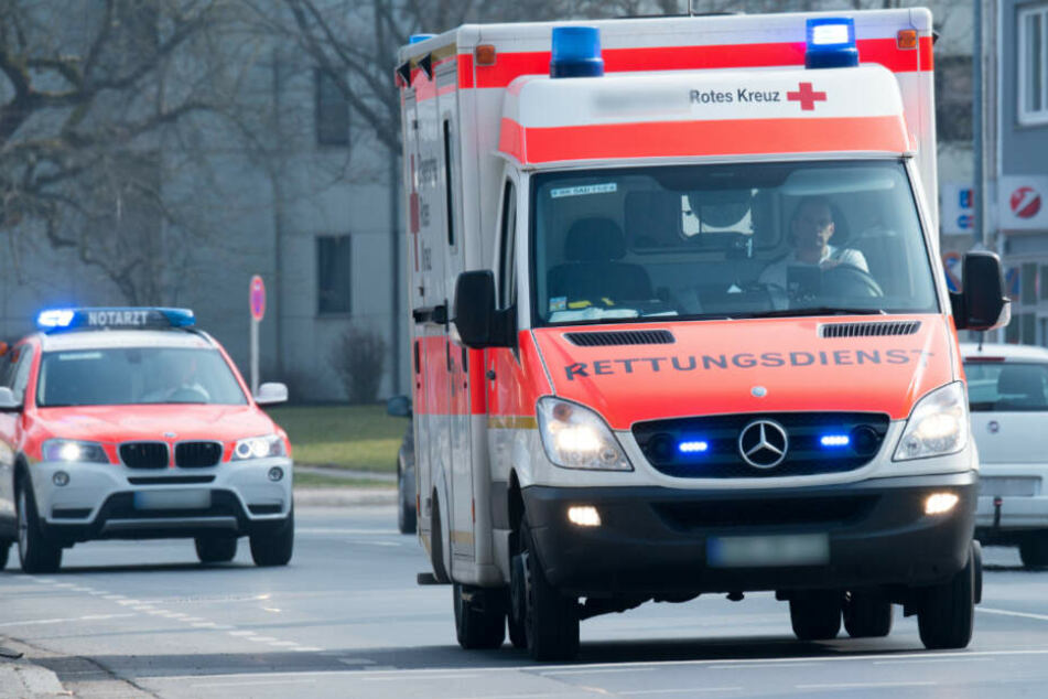 Der Schwerverletzte musste durch die Feuerwehr aus dem Wrack befreit werden (Symbolfoto).