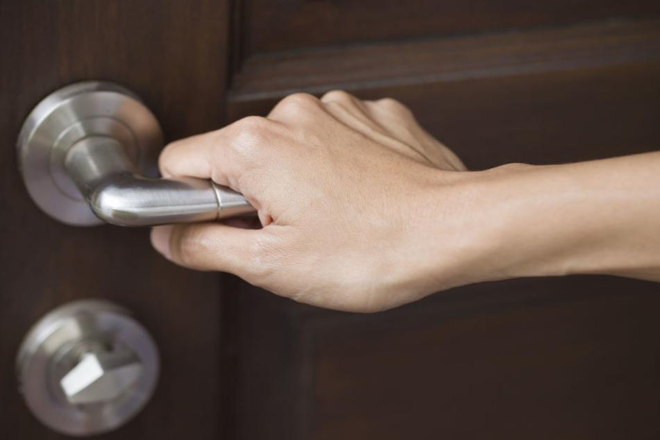 Weil die Haustür verschlossen war, eskalierte der Streit zwischen zwei Frauen (Symbolbild).