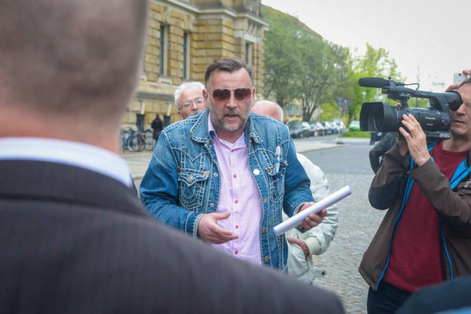 PEGIDA-Chef Bachmann vor dem Gericht in Dresden.